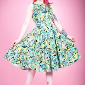 jurk-met-palmbladeren-cutout