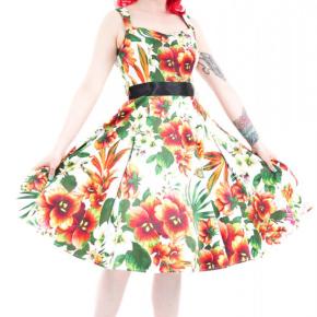jurk-met-groene-oranje-bloemen-cutout