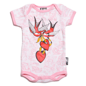 CB19216-781-six-bunnies-zwaluwen-hartjes-roze-baby-pakje