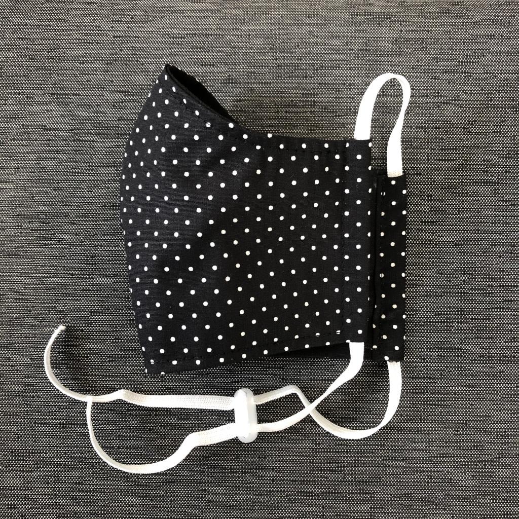 Mini-polkadots-wit-op-zwart-kindermodel-2